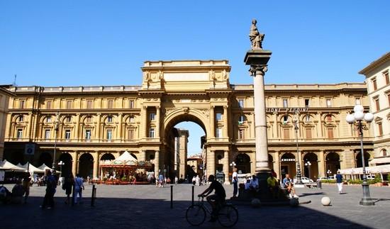Piazza-della-Repubblica-Florence