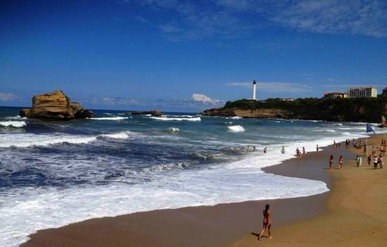 grande-plage-biarritz-cote-phare