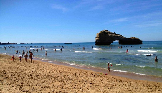 grande-plage-cote-phare-biarritz
