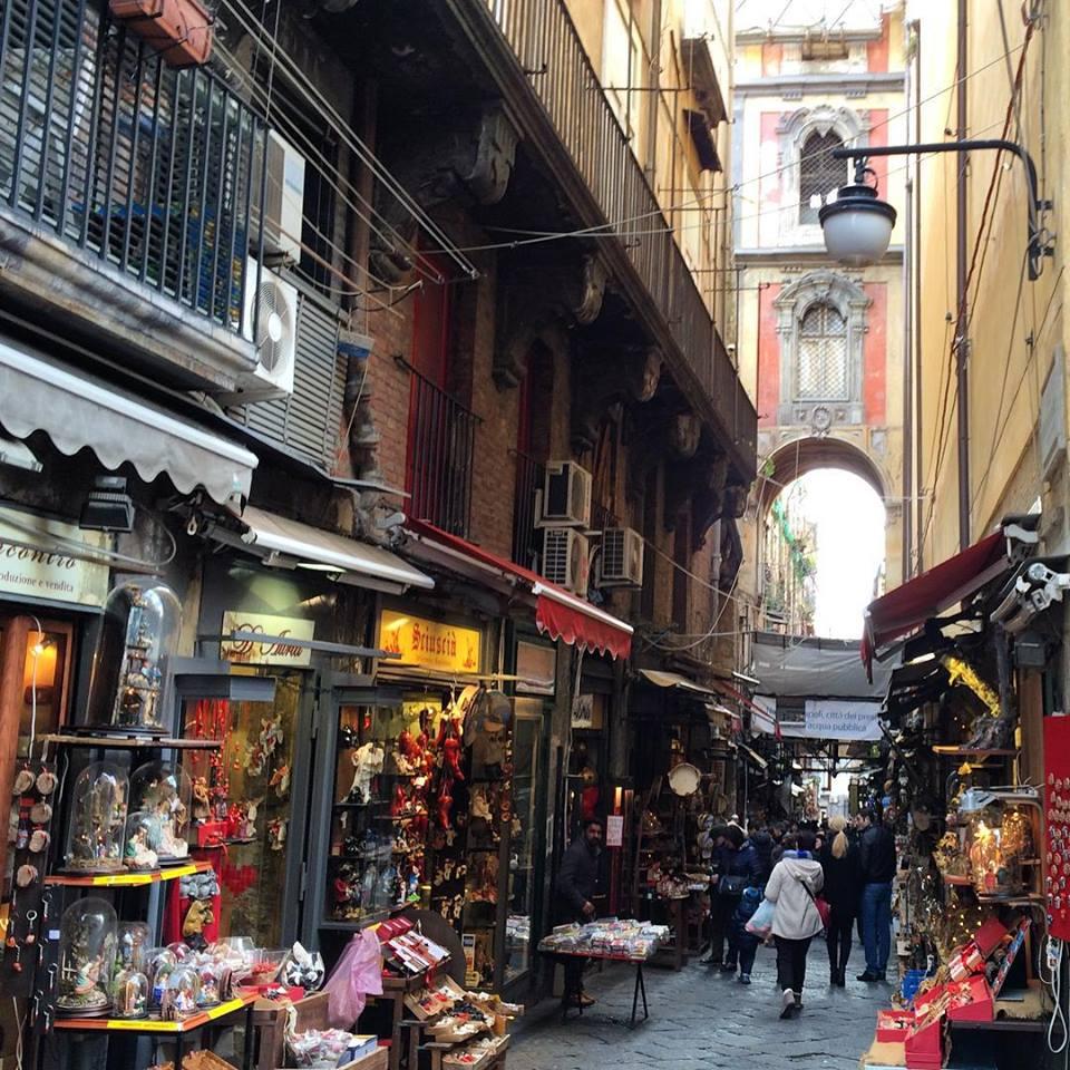 rue-San-Gregorio-Armeno