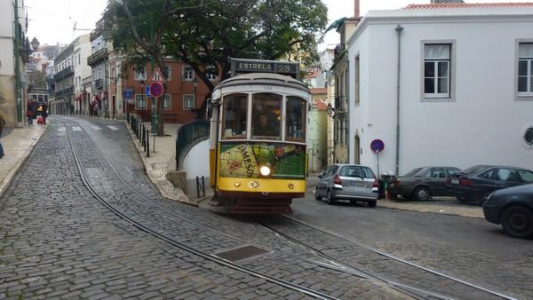 TRAM 28 visite lisbonne vieux quartiers