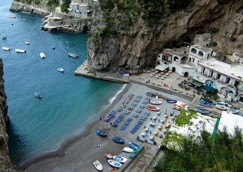 plage-Praiano-petit-restaurant