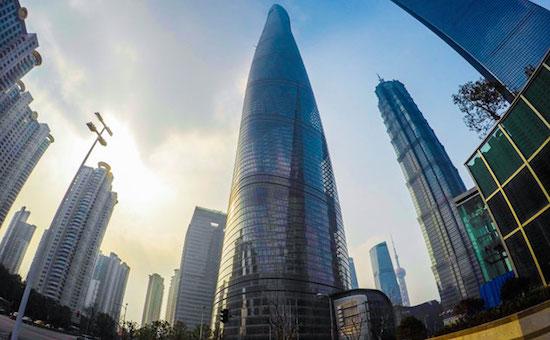 monter-sur-gratte-ciel-shanghai