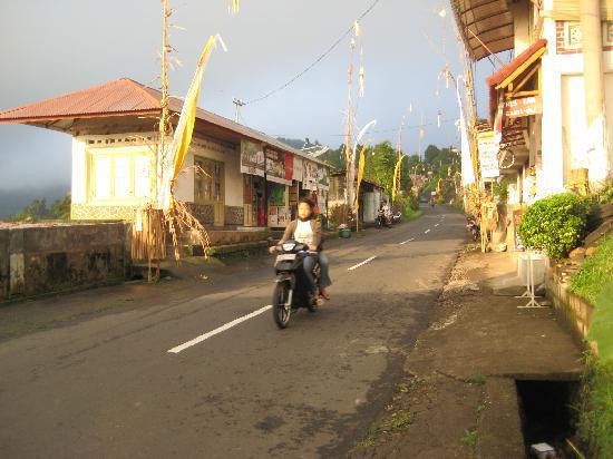 visiter-Munduk-rues-Bali