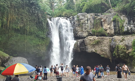baignade-Tegenungan-cascade-Bali
