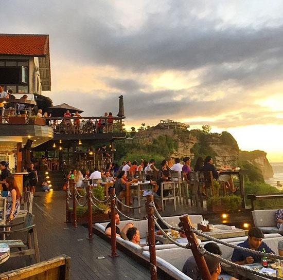 bars-surf-Ulu-watu-Bali