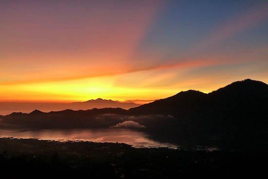 leve-soleil-mont-batur-Bali