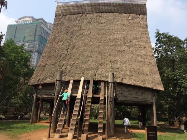 construction-dans-parc-Ethnologie-hanoi