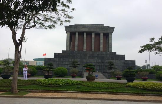 mausolee-ho-chi-minh-hanoi