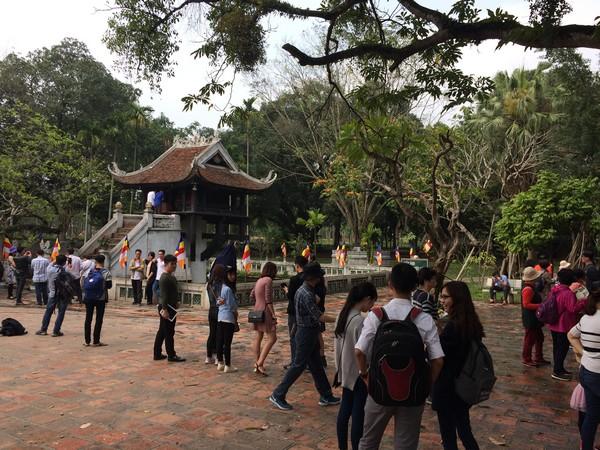 temple-proche-musee-ho-chi-minh-hanoi