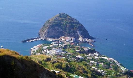 Ischia-ile