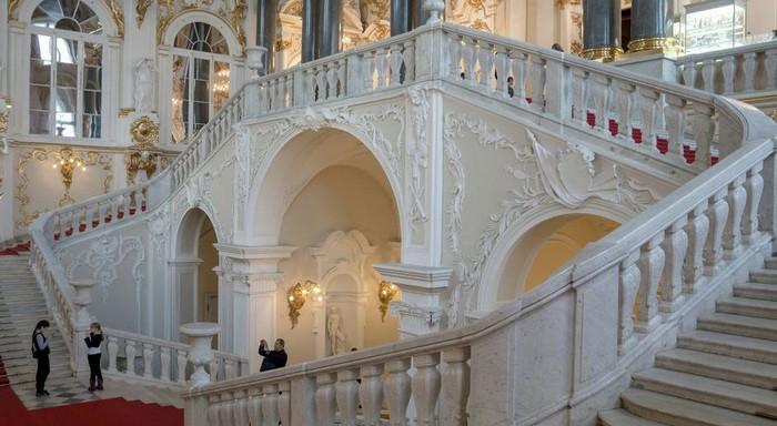 visiter-musee-de-l-ermitage-escalier-du-jourdain-saint-petersbourg