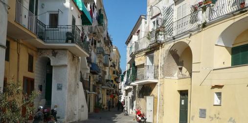 Ischia-Ponte-ruelles