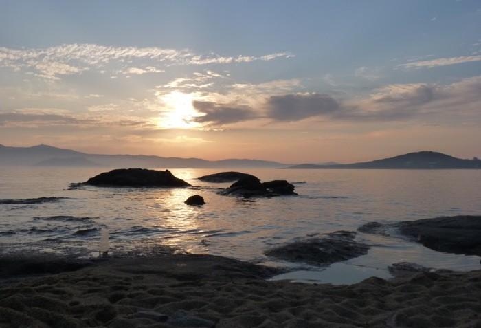 naxos-cyclades-plage-agios-prokopios-coucher-de-soleil