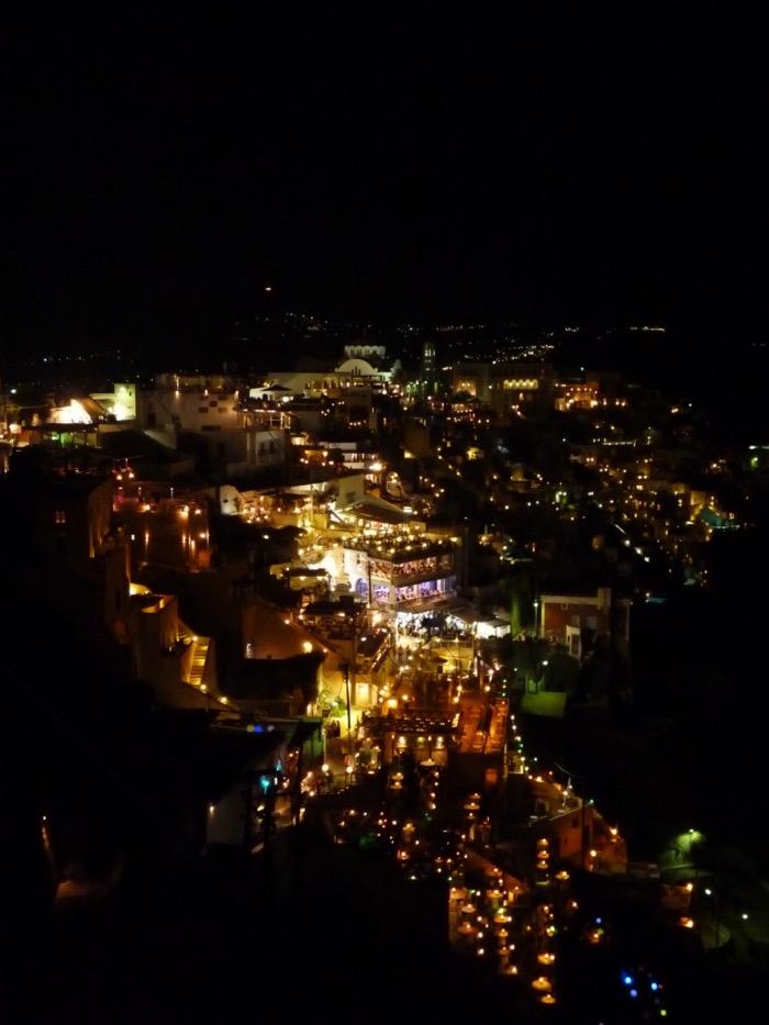 santorin-cyclades-lumieres-fira-nuit
