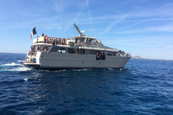 visite-calanques-cassis-bateau