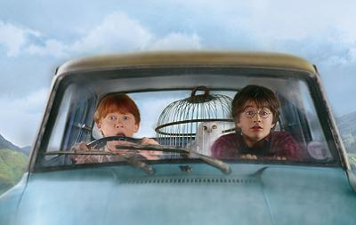voiture-qui-vol-Ford-Anglia-harry-potter