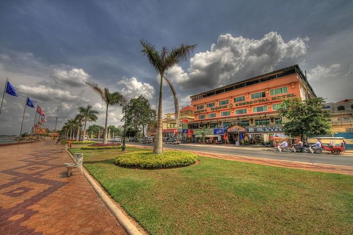promenade-Siso-wath-Quay-phnom-penh