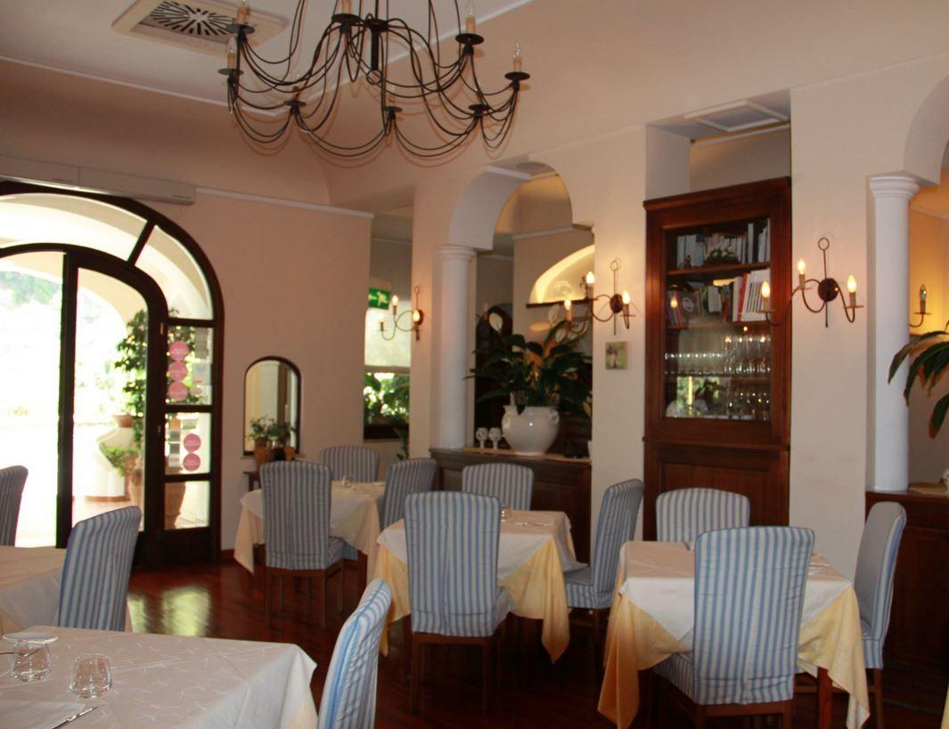 ou-sortir-taverna-del-leone-positano