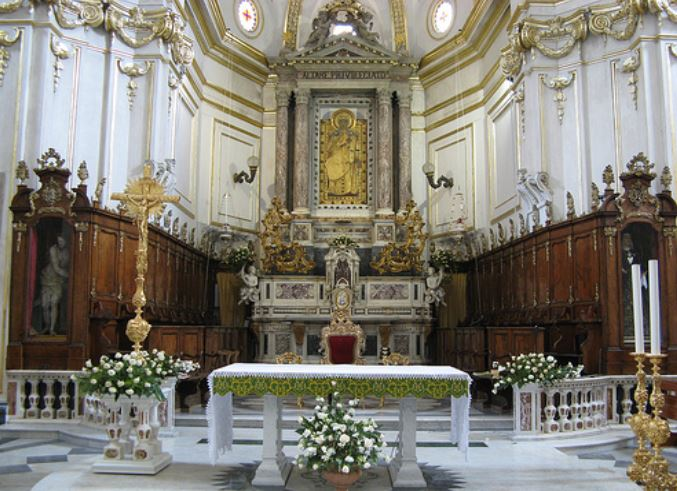 visiter-interieur-eglise-santa-maria-assunta-positano