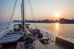 Croisière dans la baie d'Halong - Excursion en bateau