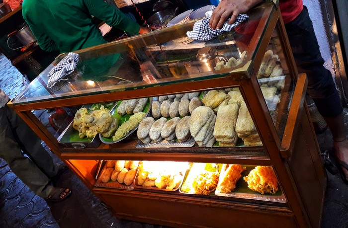 streetfood-fish-fry-stall-calcutta