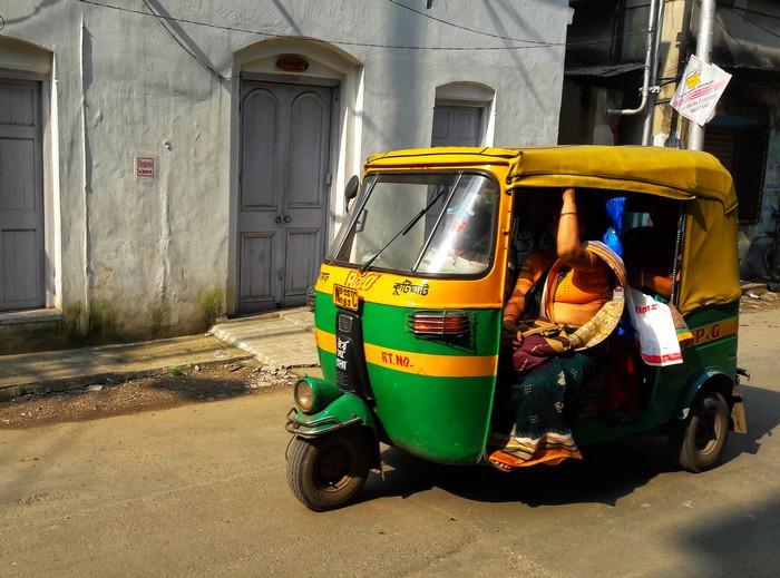 transport-autorickshaw-tuktuk-calcutta