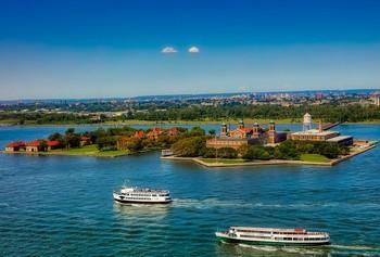 ferry-visiter-statue-liberte-ellis-island