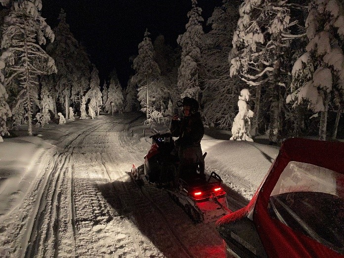 motoneigne-pour-voir-aurore-boreale-rovaniemi