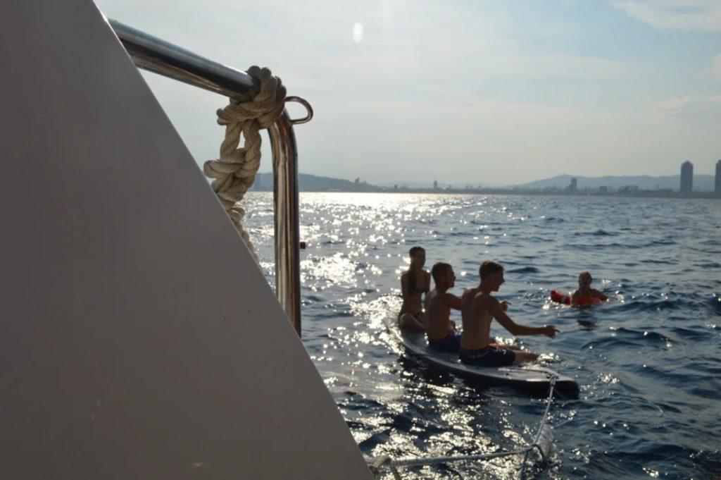 activite-bateau-barcelone-paddle