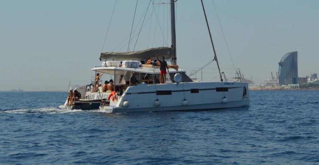 croisiere-romantique-bateau-barcelone-catamaran-luxe