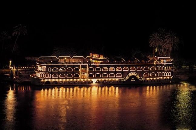 bateau-sur-le-nil-au-caire-egypte