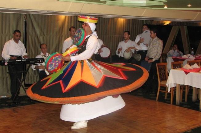 danse-traditionnelle-egyptienne-croisiere-nil-caire