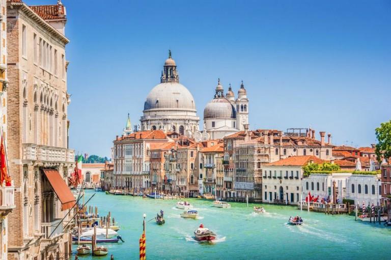 grand-canal-venise-promenade-gondole