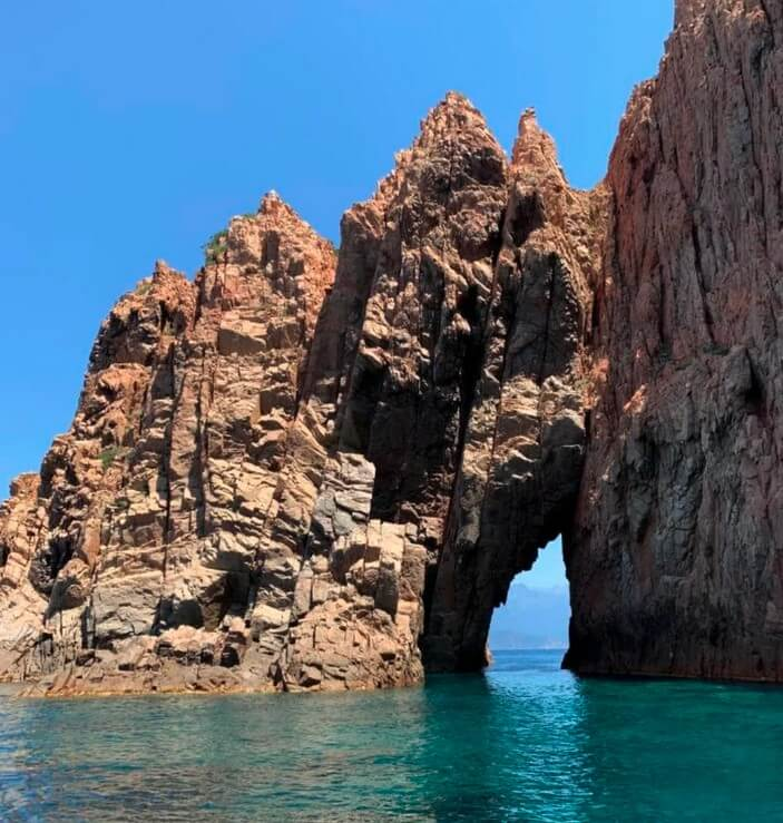 roche-rose-scandola-roche-caractéristique-visiter-scandola-en-bateau