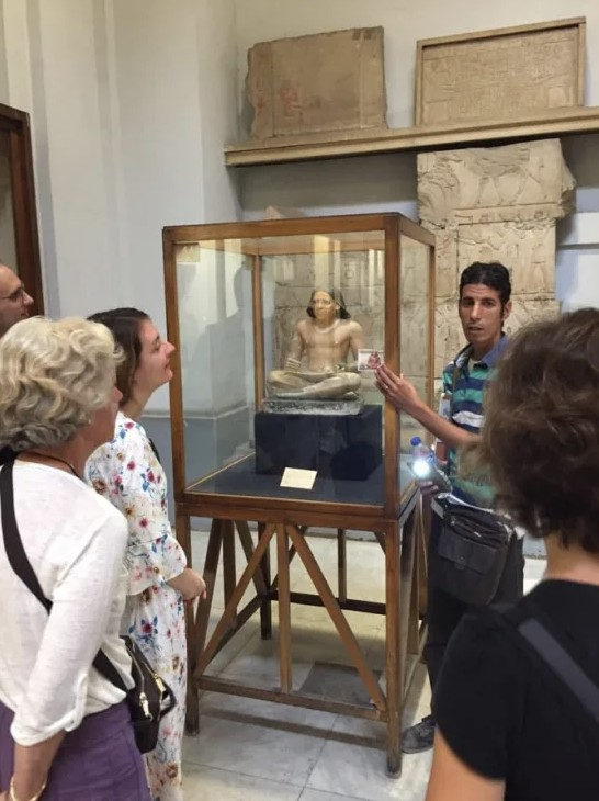 scribe-accroupi-visite-en-francais-musee-national-caire